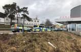 İsveç polisi otomatik silahlarla feribotu bastı