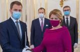 Slovakya'da yeni hükümet için maskeli yemin töreni