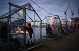 Amsterdam'da bir restoran koronavirüs nedeniyle müşterilerine kabinlerde hizmet vermeye başladı
