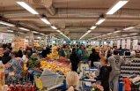 """Markette oluşan kalabalık İsveçli kasiyeri çileden çıkardı: """"Uzaklaşın"""""""
