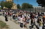Avrupa'nın göbeğinde binlerce öğretmen ve okul çalışanı Covid-19 test kuyruğuna girdi