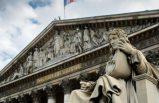 Fransız milletvekilleri mecliste başörtülü öğrenci görünce salonu terk etti
