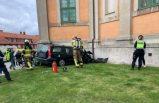 Direksiyon hakimiyetini kaybederek kilise duvarına çarpan sürücü öldü