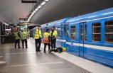 Stockholm'de raydan çıkan yolcu treni yürekleri ağza getirdi