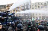 Almanya'da hükümetin Covid-19 politikası protesto edildi: Polis tazyikli suyla müdahale etti