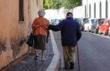 Yaşlılar  'vazgeçilemez değiller' diyen vali özür diledi