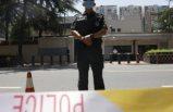 Gözaltına alınan elleri kelepçeli şüpheli, polisi vurup kaçtı