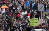 Covid-19 önlemleri protestosunda göstericiler ve polis arasında arbede çıktı