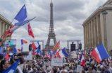 Fransa ve İtalya'da on binler 'aşı kartı' uygulamasını protesto etti