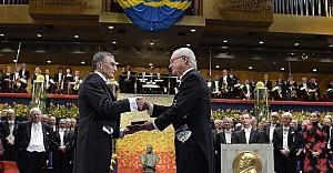 Aziz Sancar Nobel Ödülü'nü İsveç Kralı'nın Elinden Aldı
