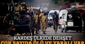 Bekçi ziyaretçilere saldırdı: 20 ölü