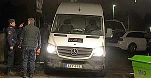 Haninge'de para taşıyan arabanın önünü kesip büyük soygun yaptılar!