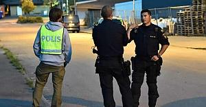 İsveç'te yine bomba paniği 50 villa boşaltıldı
