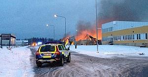 İsveç yanıyor! Endüstriyel alanda büyük yangın!