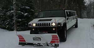İsveç'te limuzini kar temizleme aracı olarak kullanıyorlar