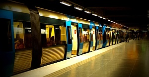 Stockholm metrosunda bir kişi intihar etti...