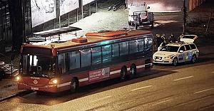 Stockholm'de saldırgan önce şoförü bıçakladı sonra bir kadını kaçırdı!