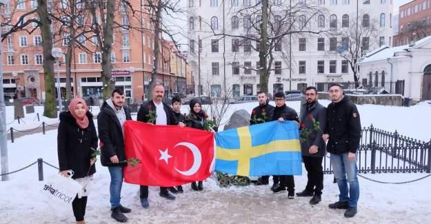 UETD İsveç Olof Palme'nin mezarına çiçek bıraktı