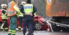 İsveç'te uyarıları dikkate almayan sürücüler kaza yapıyor