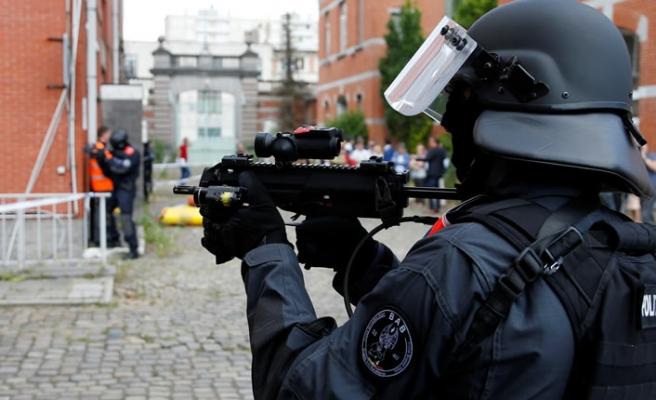 Avrupa'nın kalbinde silahlı saldırı! 2 polis öldürüldü...