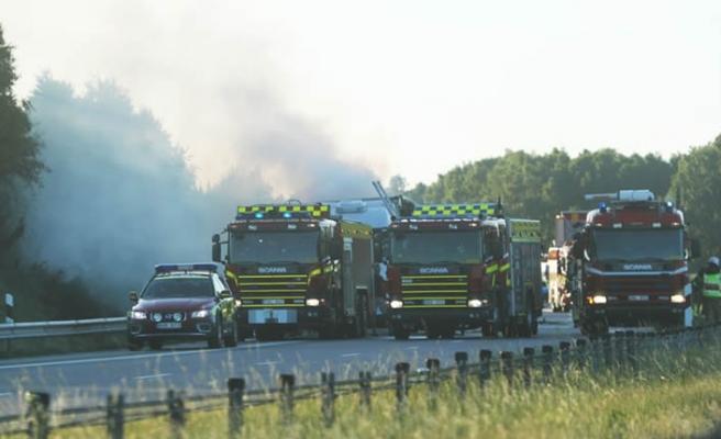 İsveç'te kamyon seyir halinde alev aldı