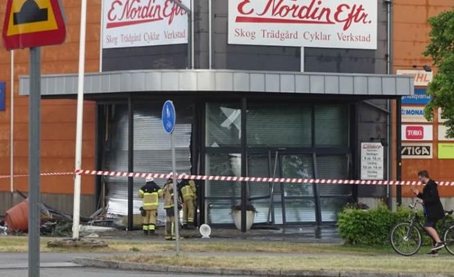 İsveç'te sert rüzgar camları kırdı, çatıyı havaya uçurdu