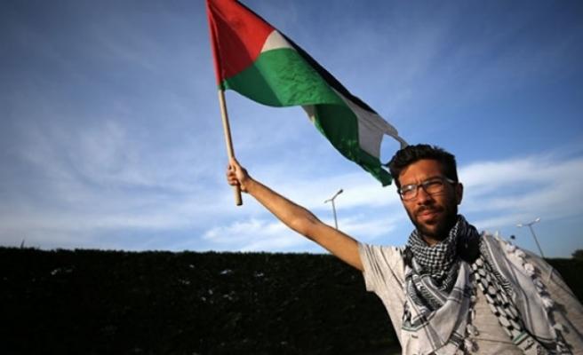 Filistin için İsveç'ten yola çıkan aktiviste İsrail giriş izni vermedi