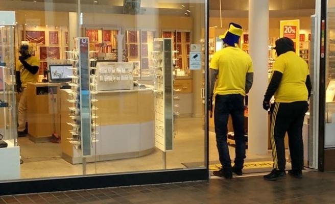 İsveç maçını fırsat bilen hırsızlar Stockholm'de kuyumcu soydu