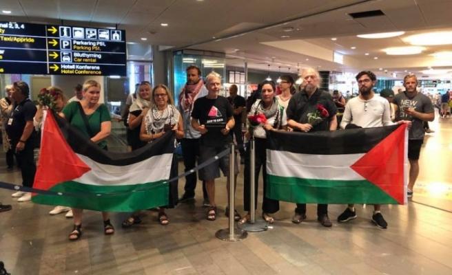 İsrail'in gözaltına aldığı İsveçli aktivistler ülkelerine döndü