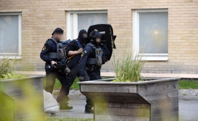 Huddinge'de bir gence silahlı saldırı