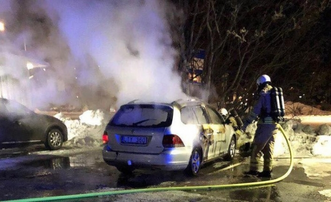 İsveç'te 6 araç bu gece kundaklandı