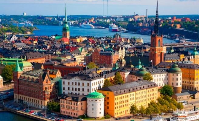 Binali Yıldırım İsveç'ten Türkiye'ye dönünce bakın ne yapmış!
