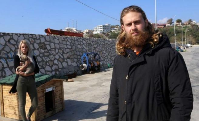 Sokak köpekleri için İsveç'ten gelerek Adana'da yardım topladı