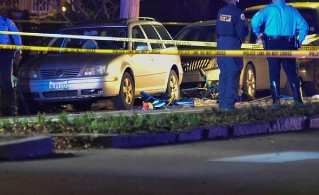 Araç kalabalığa daldı: 2 ölü, 8 yaralı