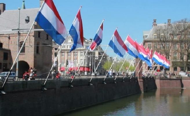 Hollanda yurt dışında malı olanlara sosyal yardımı kesiyor