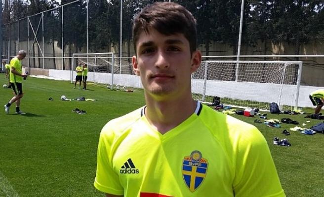 İsveç'te geleceğin yıldızı gösterilen Emre Erdoğdu, transfer oldu