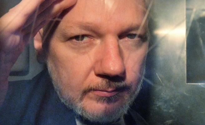 İsveç'ten Assange hakkında yeni tutuklama talebi