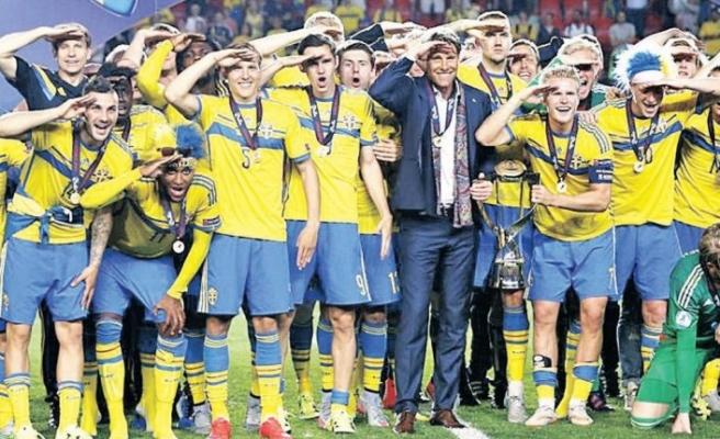 İşte Millileri 'asker selamı' cezasından kurtaracak emsal! İsveç örneği…