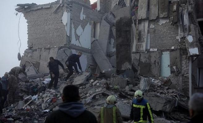 Arnavutluk'ta 6.4 büyüklüğünde deprem: En az 13 ölü