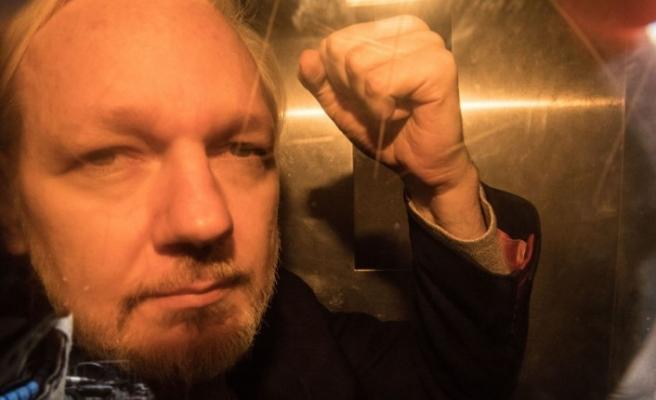 Assange'ın babası: Oğlum kendini çok kötü hissediyor