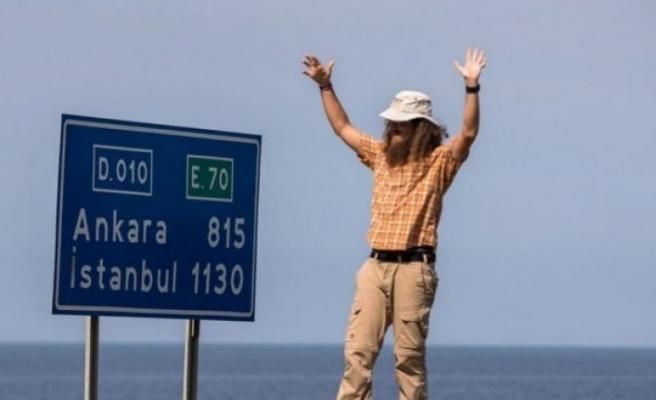 Çin'den yürümeye başlayan gezgin 2 yıl sonunda Sinop'a  ulaştı