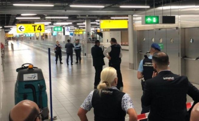 Hollanda'da Askeri Polis Havalimanına indi