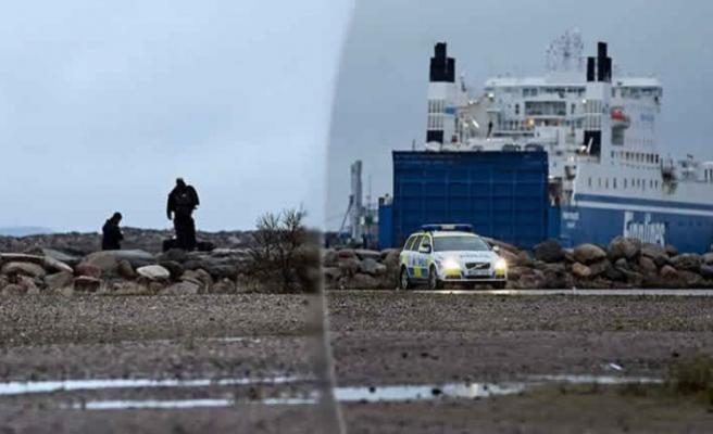 İsveç silahlı kuvvetleri Malmö'deki denizde ne arıyor?