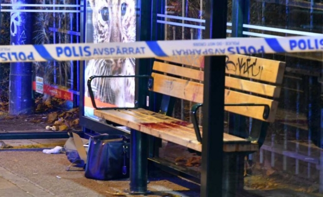 İsveç'te otobüs durağında bekleyen kadına saldırı