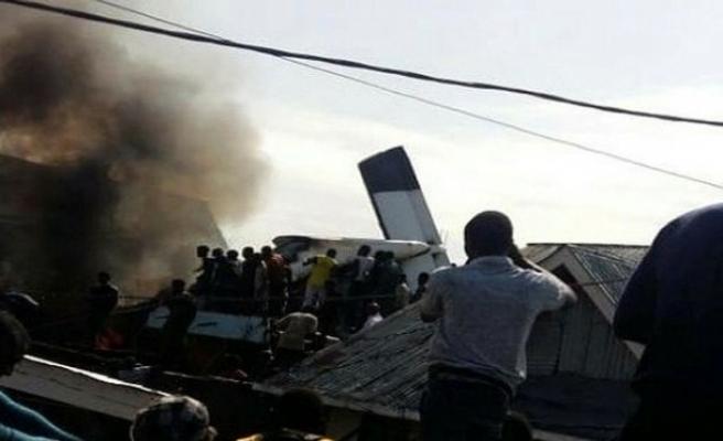 Uçak yerleşim alanına düştü: 29 ölü