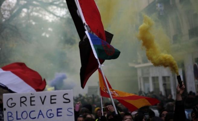 Fransa'da grevler nedeniyle demir yolu şirketi 400 milyon euro zararda