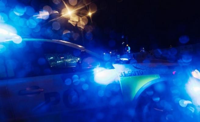 İsveç'te kadını tehdit edip döven zanlı çift silahla yakalandı