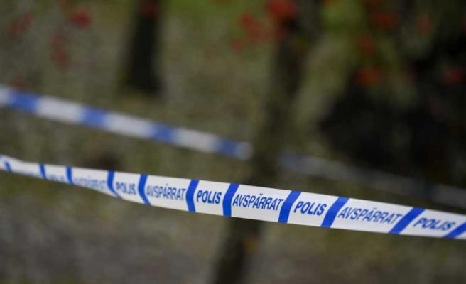 İsveç'te bir kişi yol kenarında ölü bulundu