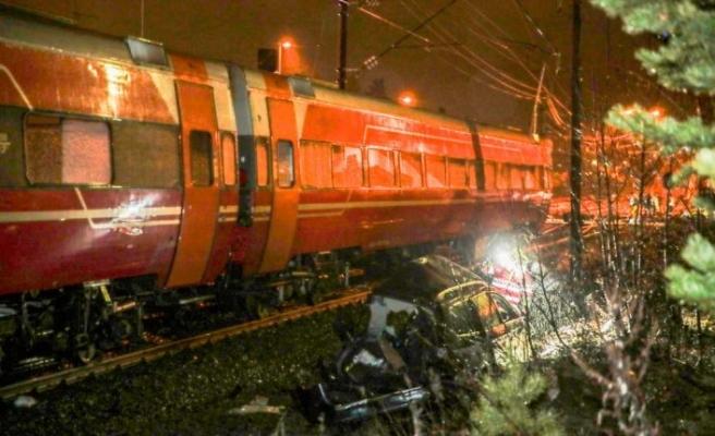 Oslo'da trajik ölüm! Arabasını kurtarmaya çalışken tren çarptı