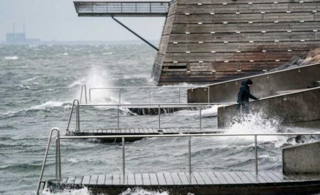 Finlandiya'da etkili olan Dennis fırtınası sorun yaratmaya devam ediyor